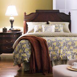 C7004-HB  Queen Poster Bed